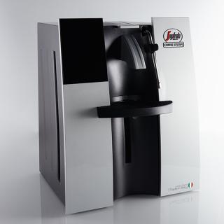 Grâce à sa buse vapeur, cette machine expresso peut aussi faire des capuccino !